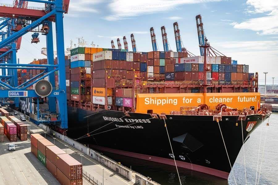 Porto de Hamburgo recebe o primeiro navio de contêineres do mundo convertido a gás