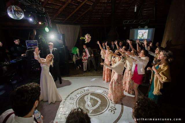 casamento real, pista de dança, adesivo de pista, noiva jogando buque, hora do buque