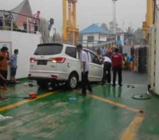 Mobil Minibus Jatuh dari Kapal Ferry Ihan Batak di Pelabuhan Ambarita, 1 Orang Dikabarkan Meninggal
