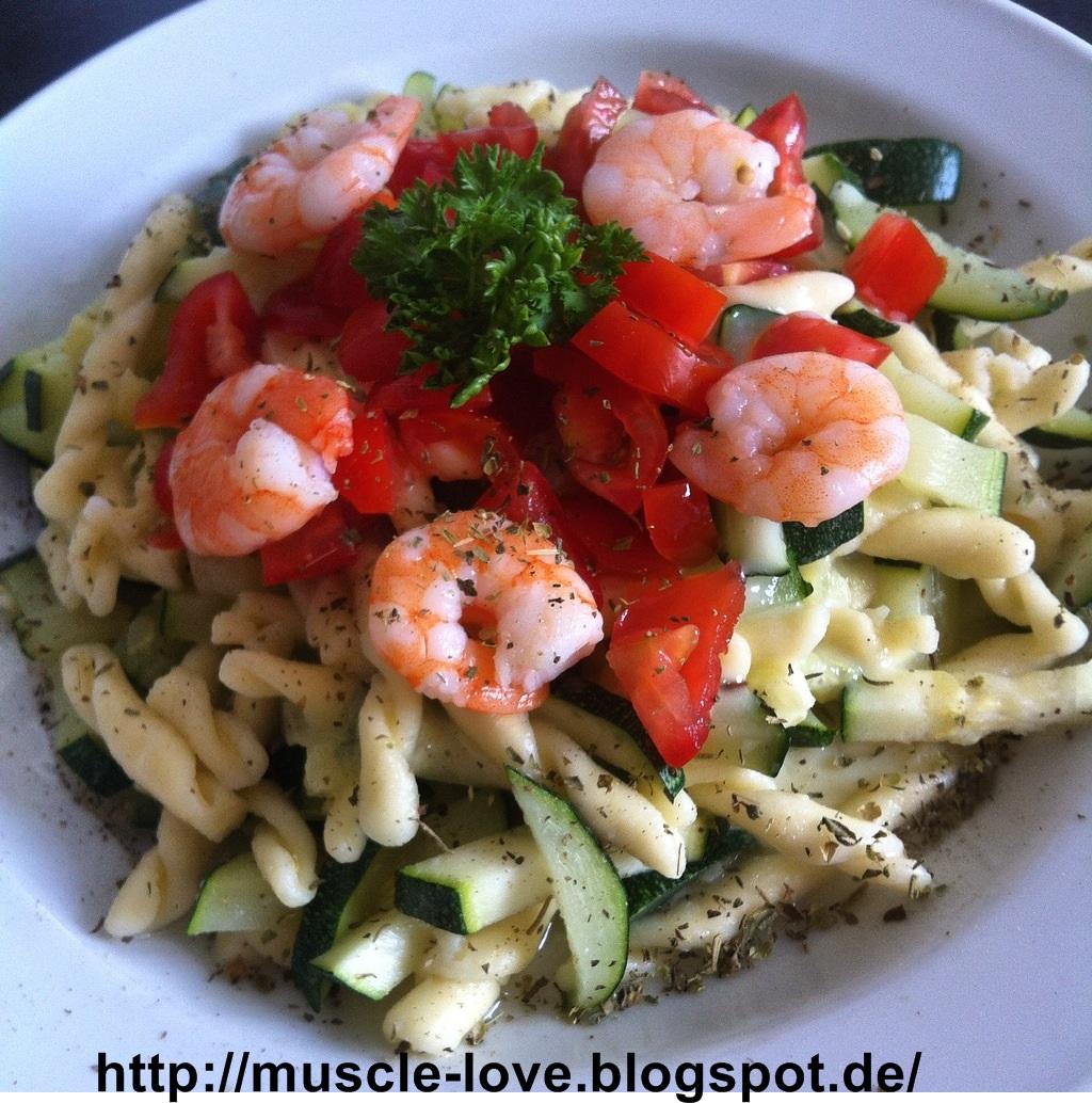 muscle love rezept 19 pasta mit k seso e zucchinigem se und frischen garnelen. Black Bedroom Furniture Sets. Home Design Ideas