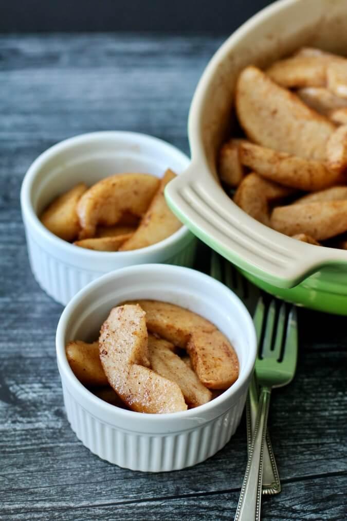 Baked pears in ramekins
