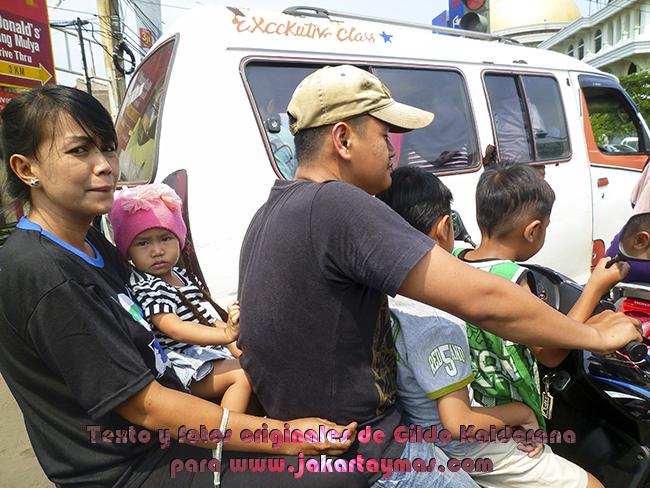 Cinco personas en una moto, Yakarta