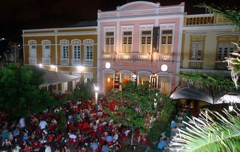 Restaurantes em Fortaleza com música ao vivo