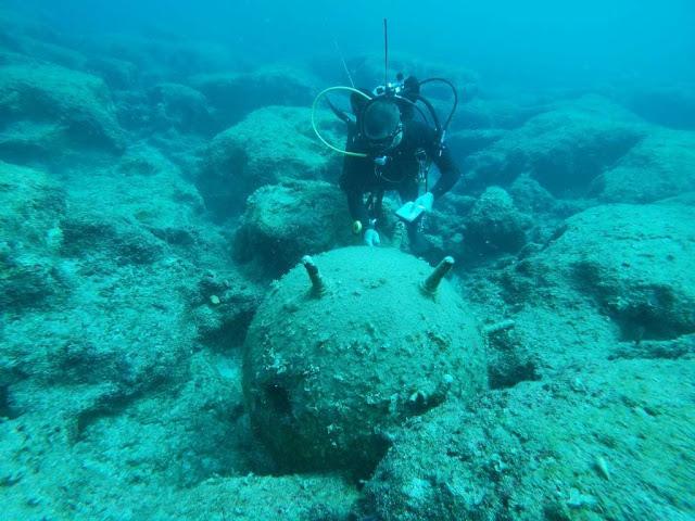"""Δείτε πως τα """"βατράχια"""" του Πολεμικού Ναυτικού εξουδετέρωσαν νάρκη στο Διρό Λακωνίας (υποβρύχιο βίντεο)"""
