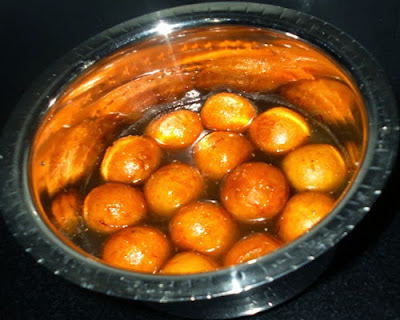 fried gulab jamun in sugar syrup