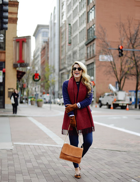 Navy outfit inspiration in downtown pittsburgh