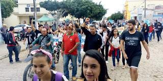 Manifestantes vão às ruas em Cuité contra a reforma da Previdência