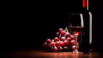 """A study found that wine  or wine can be one way that might be done by humans, to stay healthy if we live on Mars. The type that was tested here was red wine or red wine.  The researchers found that the ingredients contained in red wine could protect muscles from atrophy or decrease in musculoskeletal muscle in partial gravity on Mars.  Launching the New York Post on Sunday (7/20/2019), the compound is resveratrol which is commonly found in grape skins or blueberries. Many studies have stated that this ingredient is proven to prevent bone and muscle loss.  The study said, this is the key to living in space, where humans can lose up to 20 percent of muscle mass in less than two weeks in micro gravity.  """"Resveratrol has been extensively studied for its health benefits, including its anti-inflammatory, antioxidant and anti-diabetic effects,"""" said senior study author Seward B. Rutkove, head of the division of the neurology department at Beth Israel Deaconess Medicall Center, United States.  Reducing the Effects of Gravity on Muscles  Most studies have not yet discussed the effects of resveratrol in partial gravity. However, Rutkove and his team hypothesized that daily doses in moderate amounts, helped reduce muscle loss under conditions that replicate partial gravity on Mars.  In this study, the researchers conducted experiments on two dozen male rats. Half of them experience partial gravity with a quarter using a daily dose of resveratrol and a quarter do not use it.  The remaining half of the mice undergo normal gravity by sharing the same consumption of resveratrol.  Maintaining Human Health on Planet Mars  Two weeks later, mice with resveratrol supplement had much better muscle retention.  """"This study emphasizes that natural compounds can be key to maintaining human health when we travel to the moon and to the red planet,"""" said Marie Mortreux, who designed the research.  At present, astronauts try to prevent atrophy by several hours of training. Even so, when they re"""