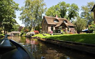 Giethoorn, Desa Unik Di Belanda Tanpa Jalan Raya