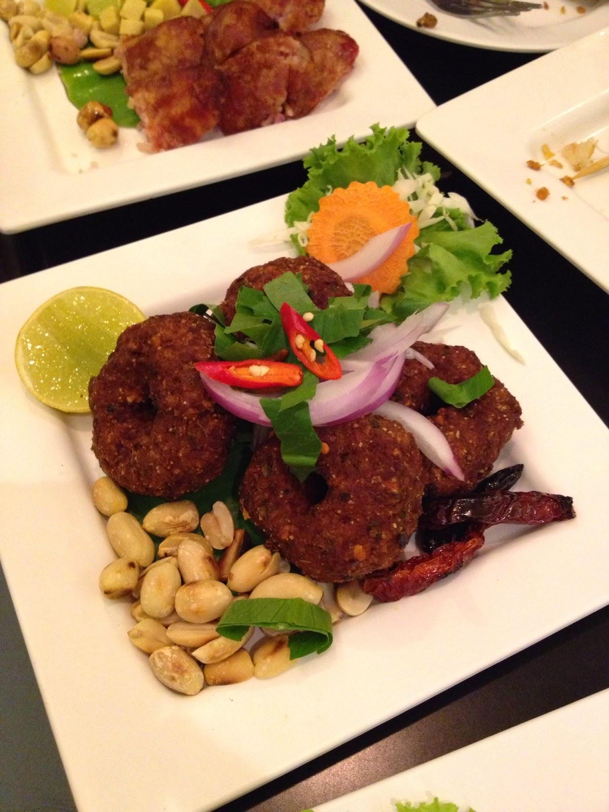 Bangkok - Fried larb moo at Somtum Der