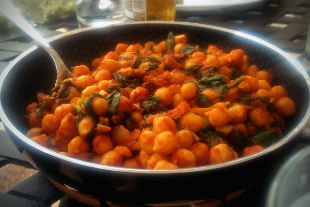 Spanish food - espinaca con garbanzos - vegan gluten-free