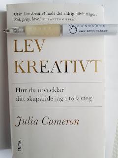 """Boken """"LEV KREATIVT - Hur du utvecklar ditt skapande jag i tolv steg"""" av Julia Cameron"""