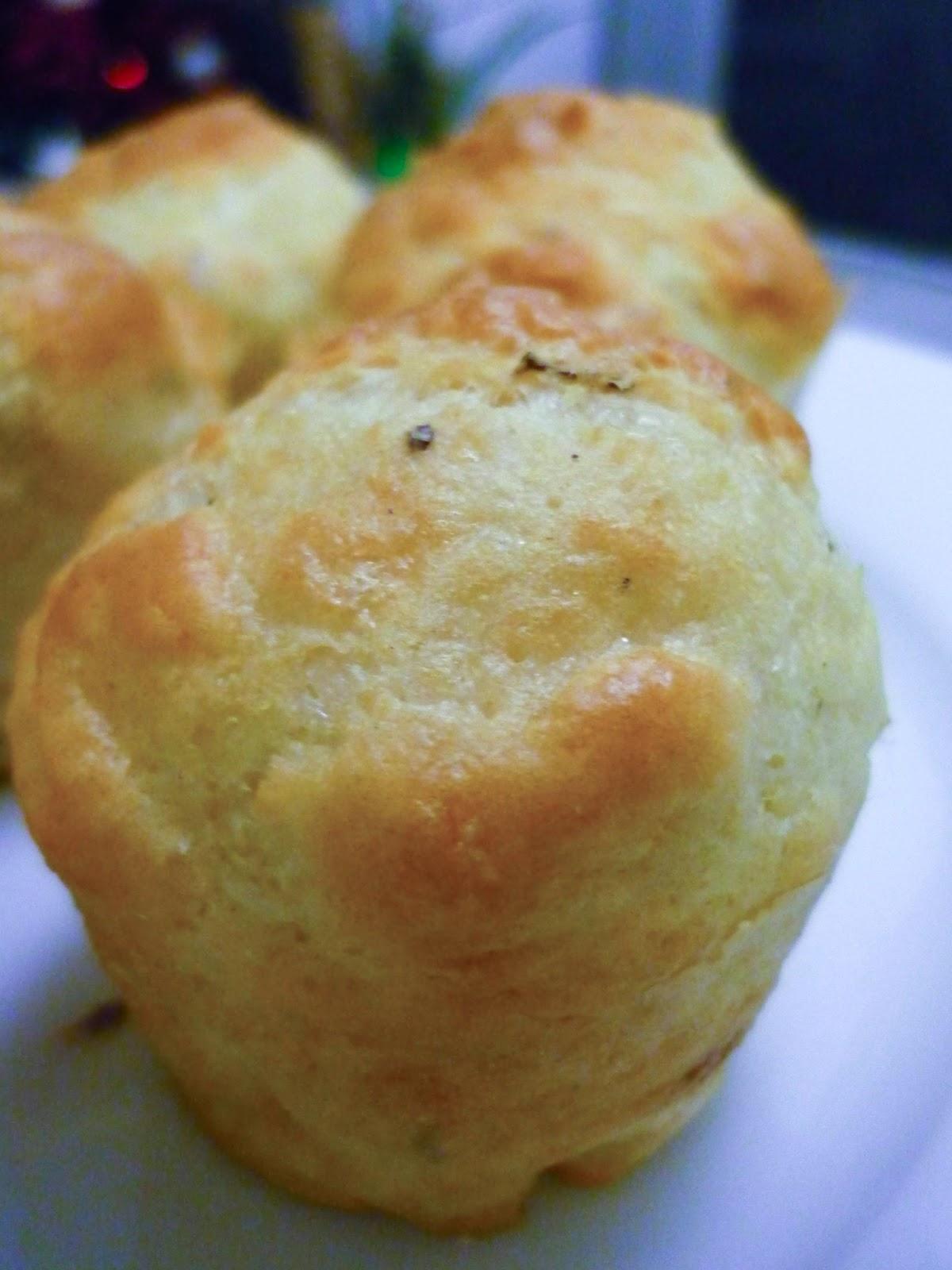 la bonne graille petits muffins sal s au fromage avec blancs d 39 oeufs. Black Bedroom Furniture Sets. Home Design Ideas