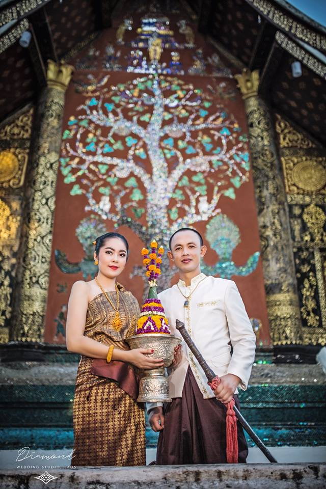 Aesthetic Culture Elegant Lao Wedding Dress Bogger And Photographer