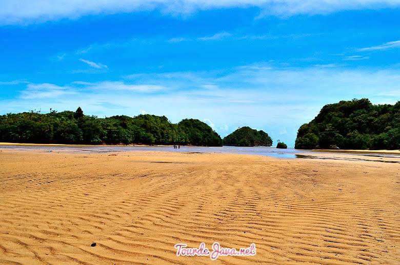 Pantai Clungup saat surut