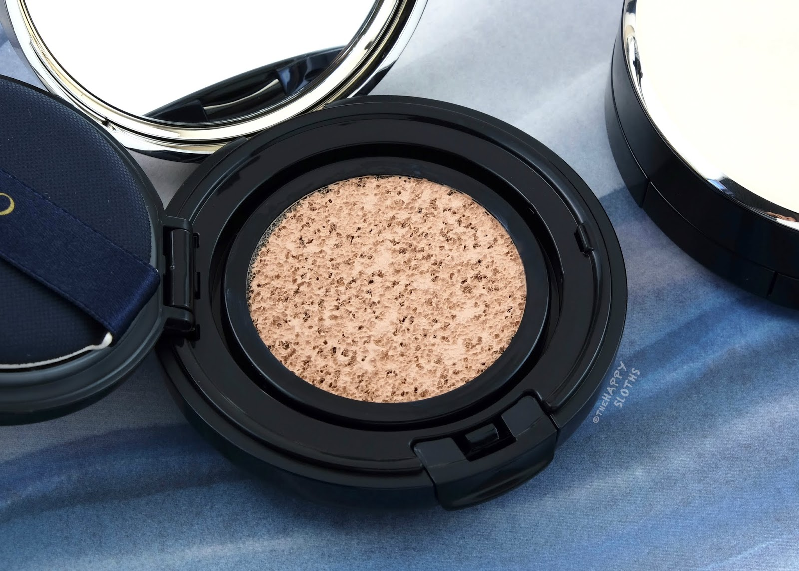 "Clé de Peau Beauté | Radiant Cushion Foundation in ""B10"": Review and Swatches"