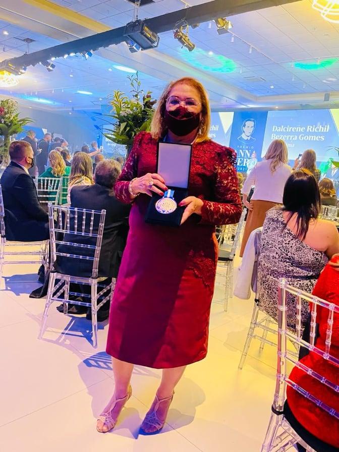 RECONHECIMENTO: Enfermeira elesbonense Amparo Vieira recebe o Prêmio Anna Nery em Florianópolis-SC