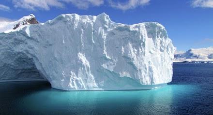 Τεράστια κομμάτια πάγου, αποκολλούνται από παγετώνα της Ανταρκτικής