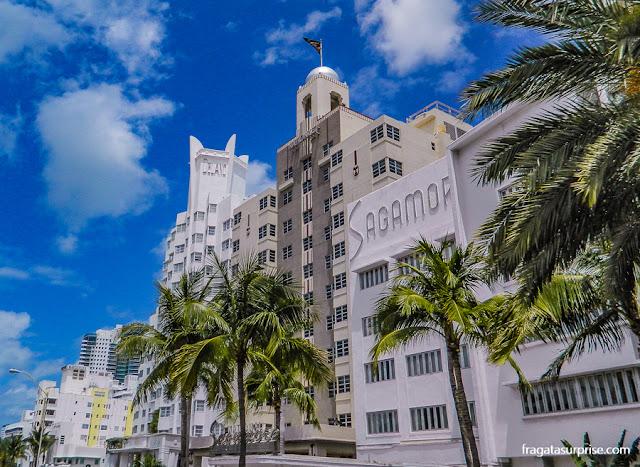 Três famosos edifícios art déco em Miami Beach, os hotéis Delano, National e Sagamore, na Collins Avenue