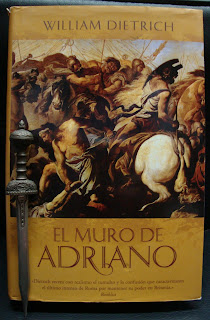 Portada del libro El muro de Adriano, de William Dietrich