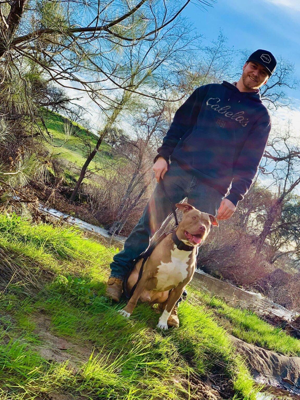 Hombre en Estados Unidos tacleó a un oso salvaje para salvar la vida de su perro