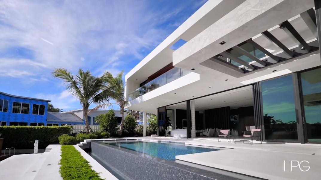 70 Interior Photos vs. 1141 Spanish River Rd, Boca Raton, FL Ultra Luxury Modern Mansion Tour