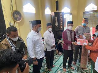 Pererat Silaturrahmi, Ketua dan Sejumlah Anggota DPRD Lambar Adakan Safari Ramadhan di Batu Kebayan