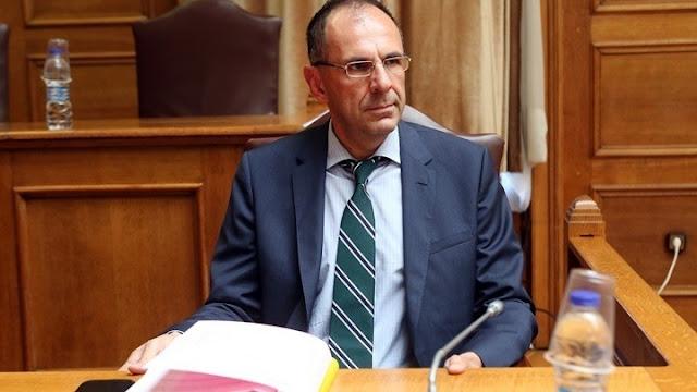 Υπουργός επικρατείας: Έτσι θα γίνει η επιστροφή στην κανονικότητα