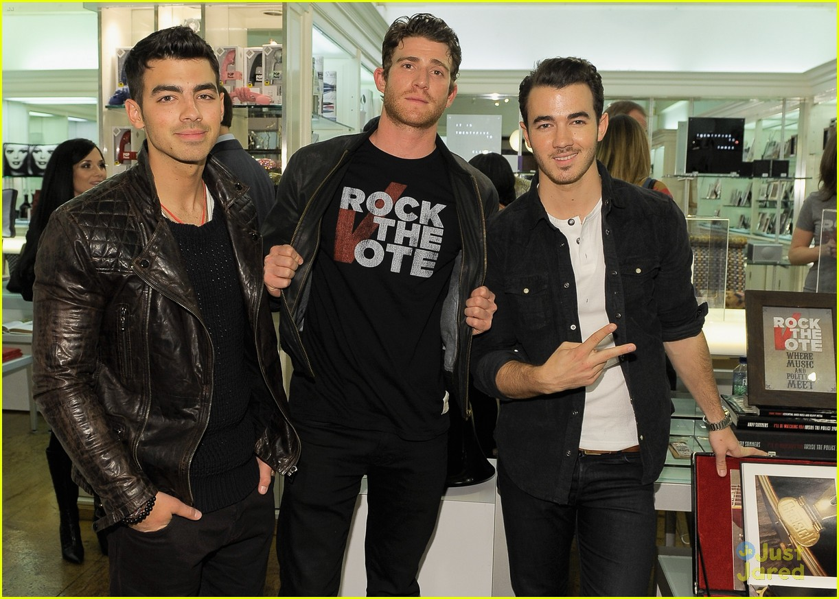Hollywood stars april 2012 - Jonas brothers blogspot ...