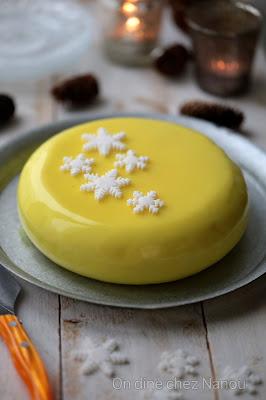 Mousse citron , insert framboises , gâteau Noel , glaçage mirroir