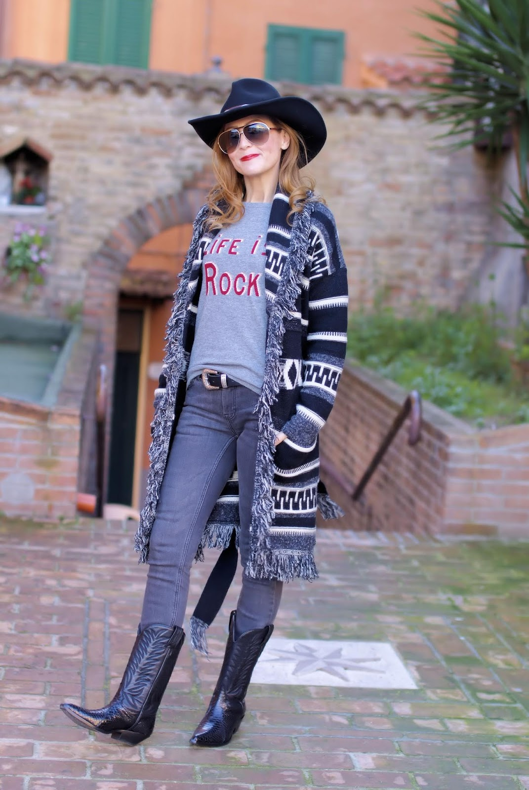 How to dress Country Western style in Winter: cowboy boots, Replay maxi navajo cardigan on Fashion and Cookies fashion blog, fashion blogger style