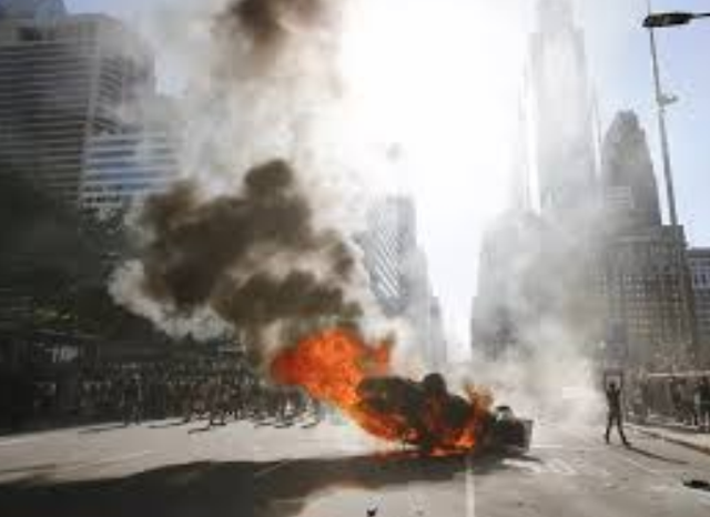 EUA | Confrontos entre manifestantes e polícias abalam principais cidades