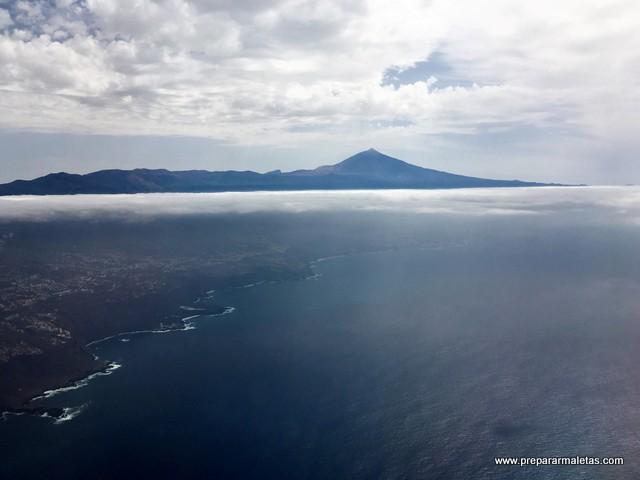 aterrizando en Tenerife con el Teide