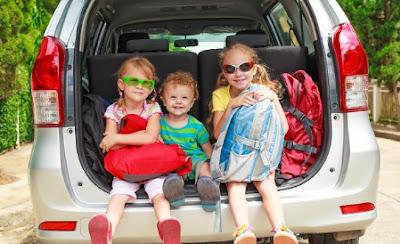 أمور ألفتي نظر زوجك إليها قبل شراء سيارة جديدة للعائلة اطفال يركبون سيارة المقعد الخلفى kids children riding car back seat bag