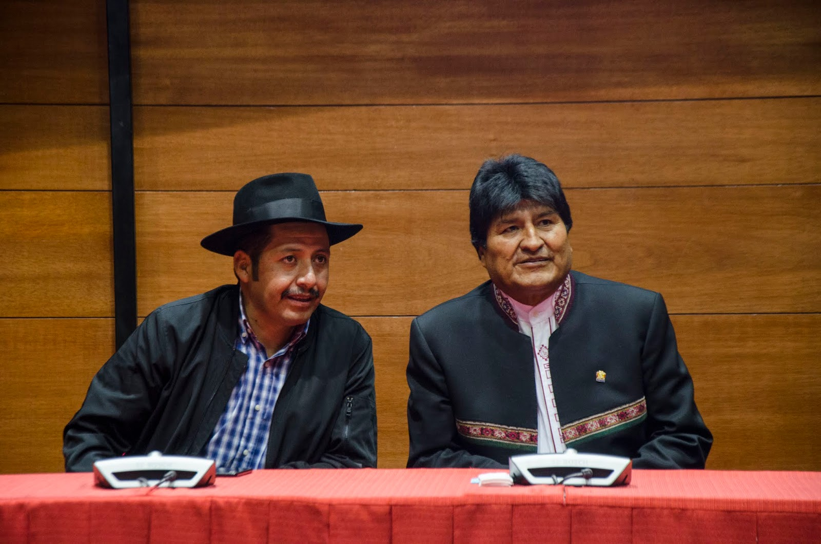 Urquizu y Morales convirtieron el acto de entrega de recursos a municipios en acto proselitista / ABI
