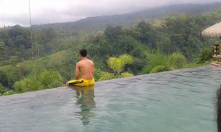 kolam renang Rinjani Lodge