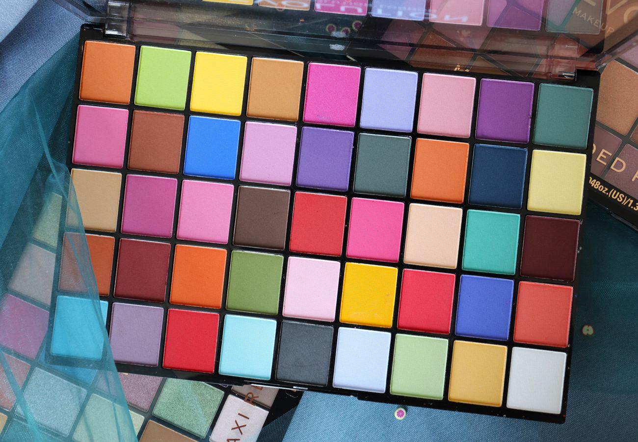 Revolution Makeup Beauty - Monster Mattes Maxi Reloaded Eyeshadow Palette Review & Swatches - Avis Makeup Artist London Paris - Beauty blogger It's Azami - Dream Big - Big Big Love