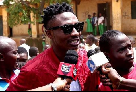 #BBN 2017 Winner Efe Donates Classroom Desks To ECWA Primary School [Photos]
