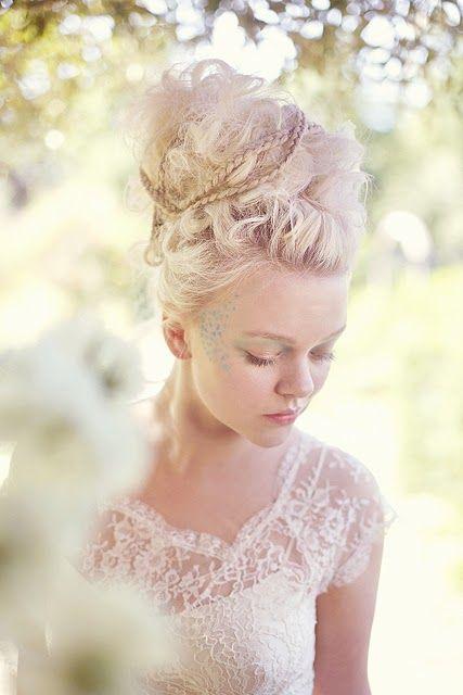 coiffures de mariage et robes de mariée en dentelle style Marie-antoinette , vanessa lekpa