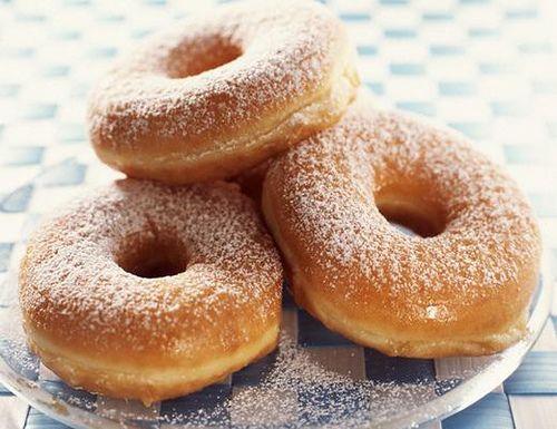 A verdadeira receita de Rosquinha Frita de Leite condensado você encontra aqui no blog Receitas da Bebel