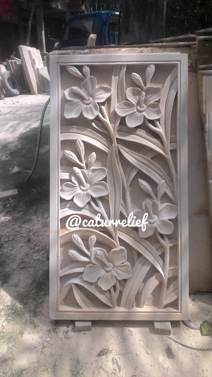 Relief motif tumbuhan