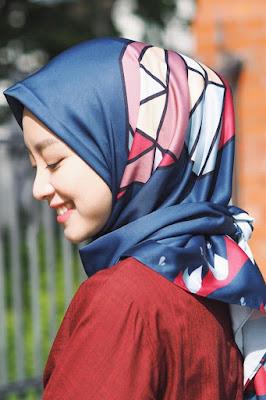 cara memakai jilbab satin 2017 model jilbab satin 2 warna
