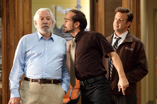 Bobby Pellit (Colin Farrell) confronts his father Jack (Donald Sutherland) as Kurt Buckman (Jason Sudeikis) looks on in HORRIBLE BOSSES.