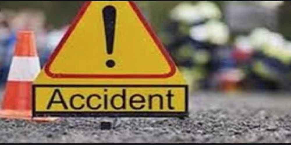 लखनऊ-अयोध्या नेशनल हाईवे पर वाहन का इंतजार कर रहे मजदूरों को ट्रक ने कुचला 3 की मौत 4 की हालत गंभीर