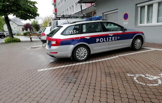 النمسا,ابن,يخبر,الشرطة,بأن,والده,بصدد,قتل,أمه