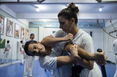 Psicóloga é 1ª mulher na América Latina faixa preta no krav magá