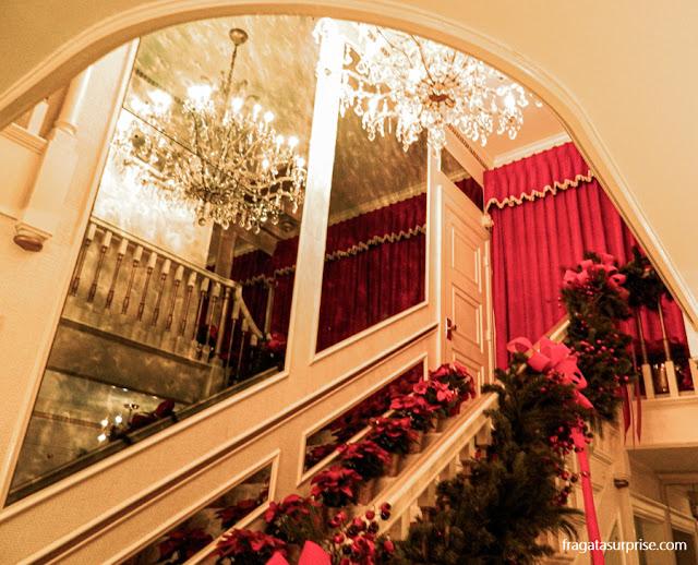 Escadaria de Graceland, a casa de Elvis Presley
