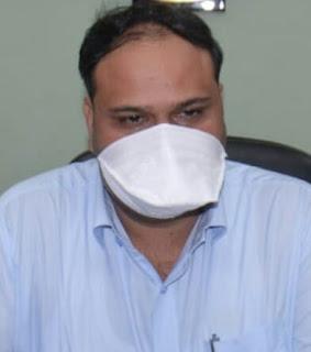 इलाज में सक्षम नहीं है तो मरीज को मेडिकल भेजें - कलेक्टर  कर्मवीर शर्मा