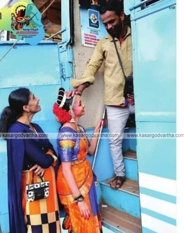 Kanhangad, news, Kerala, kasaragod, School-Kalolsavam, Kerala school kalolsavam; Heart touching incident of a daughter and father