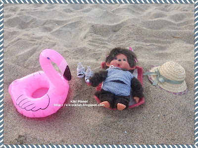 kiki ponchhichi poupée doll espagne spain catalogne plage sable roses